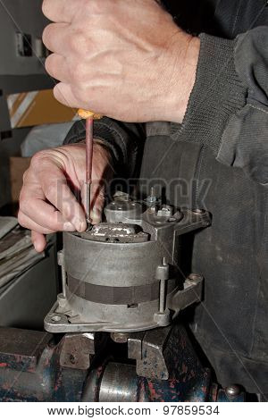 Mechanic fixes alternator