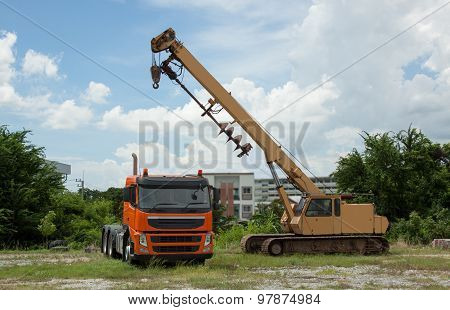 Car Drilling Drawbar Trailer Towing Yellow-orange.