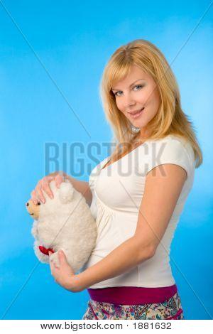 Mujer con juguete