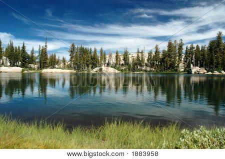 Lago y cielo