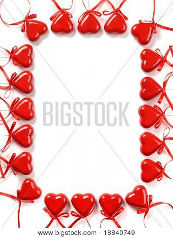 Konzeptionellen Rahmen aus roten Herzen Valentinstag Liebe Brief Muster Isolated over white background
