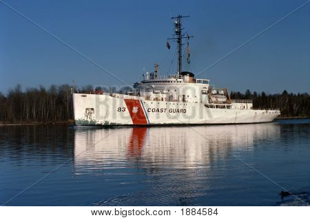 Uscg_Cutter_Mackinaw