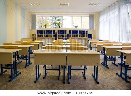 Clase vacía en la escuela