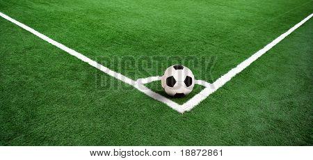 Voetbal gras achtergrond in licht en schaduw
