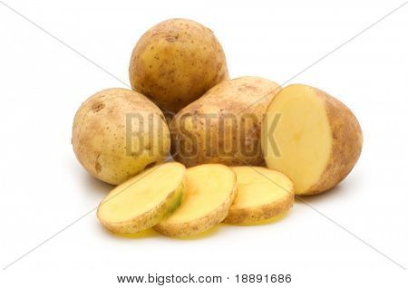 Scheibe Kartoffel auf weißem Hintergrund