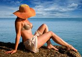 picture of beach hat  - The woman in a hat against the sea - JPG