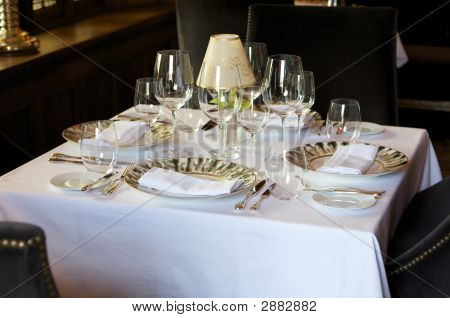 formale europäischen Cafe-Tabelleneinstellung
