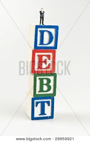 Schulden Word und Spielzeug Geschäftsmann