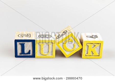 Palabra de la suerte hecha por bloques de la letra