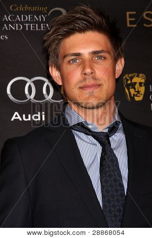 LOS ANGELES - JAN 14:  Chris Lowell arrives at  the BAFTA Award Season Tea Party 2012 at Four Seaons Hotel on January 14, 2012 in Beverly Hills, CA