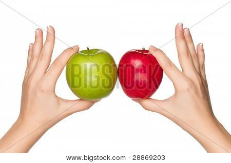 Frau Hände mit grünen und roten Äpfeln isoliert auf weißem Hintergrund