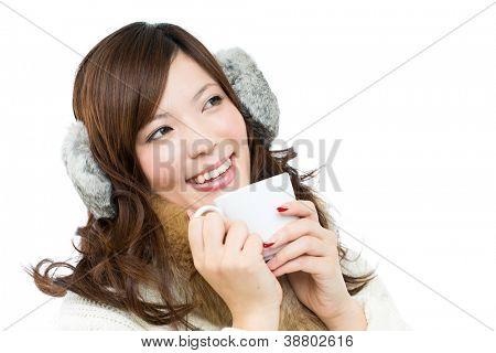 Schöne Winter-Frau auf weißem Hintergrund. Porträt des asiatischen.