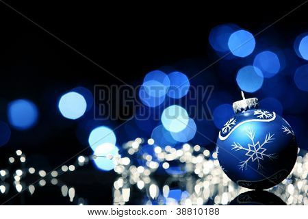 Christmas Ball auf abstrakte hellen Hintergrund, Shallow Dof.