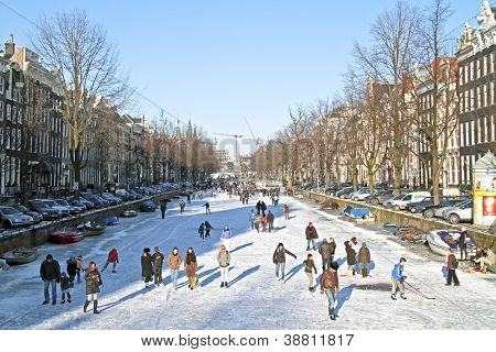 AMSTERDAM - FEBRUARY 10: No boats are allowed to cruise  through the Prinsengracht  to assure ice-growth  to give native people a chance to ice-skate on february 10, 2012, the Netherlands..