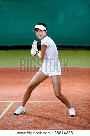 Torneo de tenis. Jugadora en la cancha de tenis
