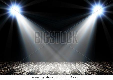 Luz en el piso de madera en la habitación vacía