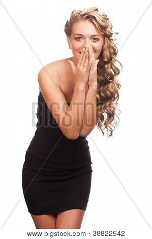 Retrato de mulher jovem atraente, com longos cabelos loiros olhando surpreso. Isolado no branco est