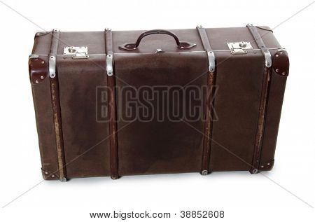 maleta antigua cerrado aislado sobre fondo blanco