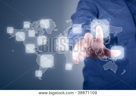 Moderne Geschäftswelt, ein Geschäftsmann, der virtuellen Weltkarte navigieren