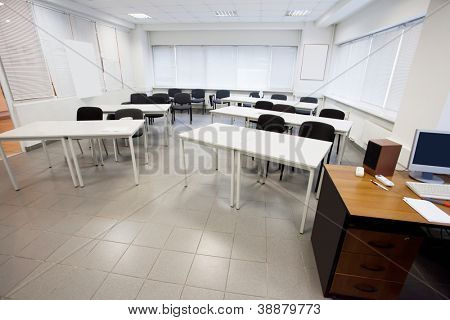 Image of an empty classroom