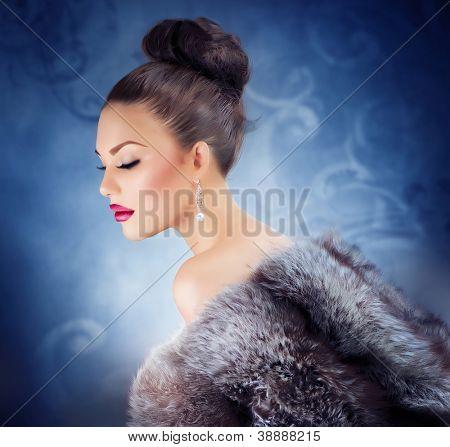 Winter Girl in Luxury Fur Coat. Fashion Fur. Jewelry. Jewellery. Luxury Woman