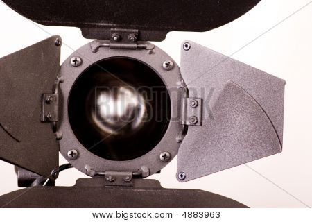 Light Source With Wide Eye
