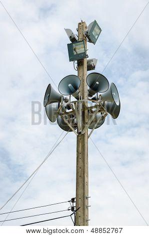 Speaker  On The Pole.