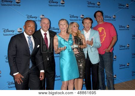LOS ANGELES - AUG 4:  Daymond John, Kevin O'Leary, Barbara Corcoran, Lori Greiner, Robert Herjavec, Mark Cuban arrive at the ABC TCA Party at the Beverly Hilton on August 4, 2013 in Beverly Hills, CA