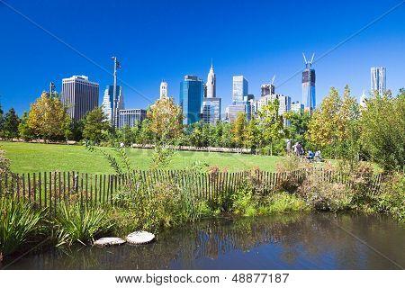 Brooklyn, Nyc - Manhattan From Brooklyn Bridge Park
