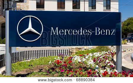 Mercedes-Benz Automobile Dealership