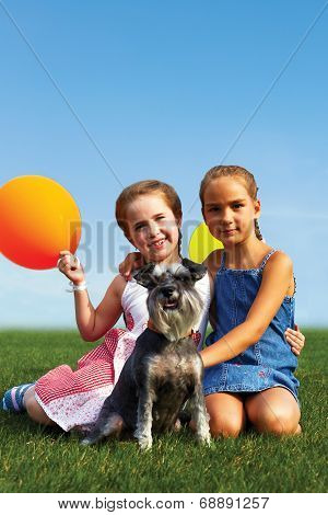 .group Of Happy Girls With Balloons