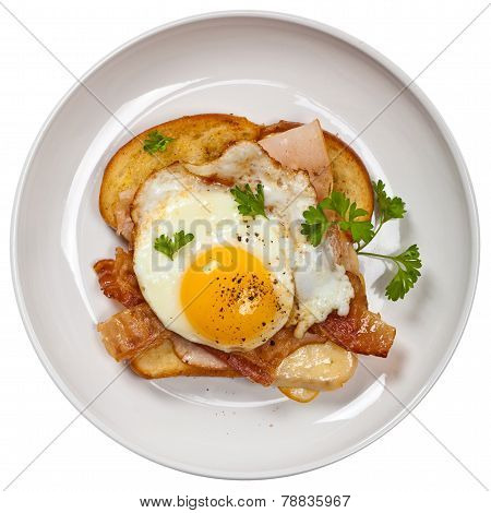 Toast with fried eggs.