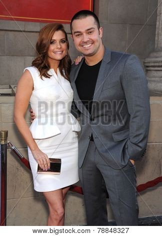 LOS ANGELES - SEP 21:  Joanna Garcia Swisher & Nick Swisher arrives to the