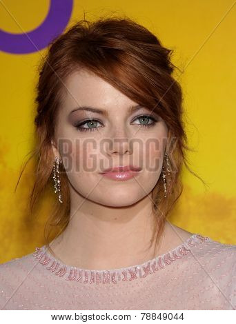 LOS ANGELES - AUG 09:  EMMA STONE arrives to the