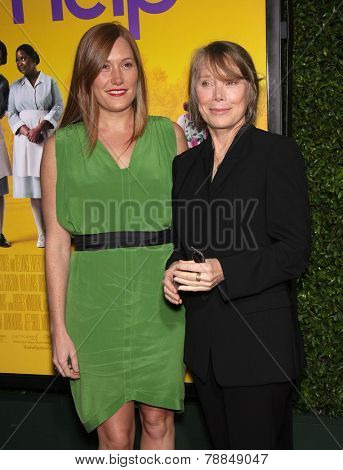 LOS ANGELES - AUG 09:  SCHUYLER FISK & SISSY SPACEK arrives to the