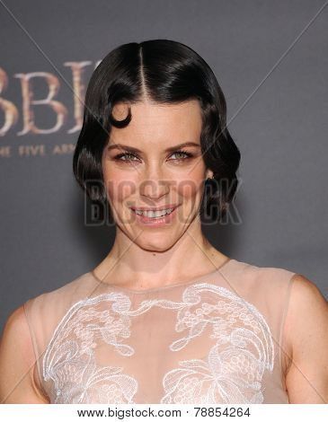 LOS ANGELES - DEC 09:  Evangeline Lilly arrives to the