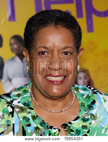 LOS ANGELES - AUG 09:  MYRLIE EVERS-WILLIAMS arrives to the