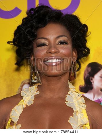 LOS ANGELES - AUG 09:  AUNJANUE ELLIS arrives to the