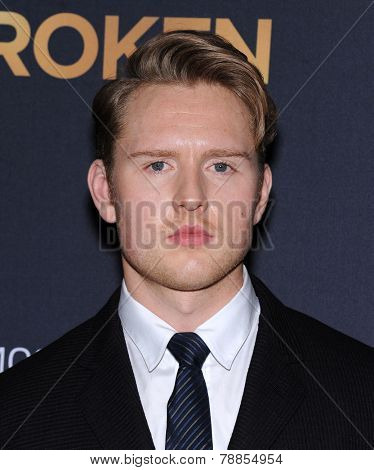LOS ANGELES - DEC 15:  Ross Anderson arrives to the