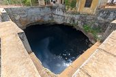 picture of tamil  - Nilavarai Well Sri Lanka Jaffna district - JPG