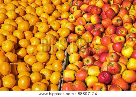 Clementines and apples for sale