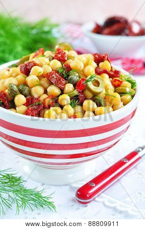 vegetarian salad with chickpeas, dried tomatoes, capers and dill