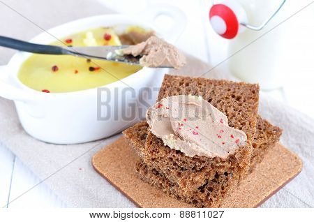 Chicken liver pate on bread and in plate
