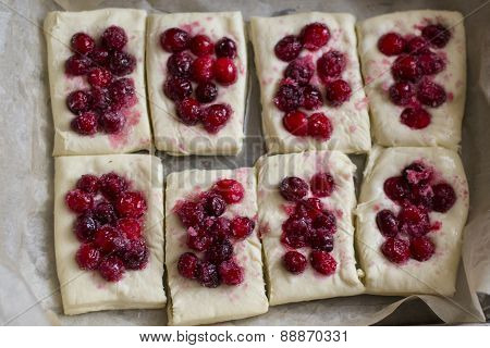 cooking steamed bread with berries