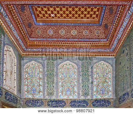 ISTANBUL - NOVEMBER 5: Interior of Harem in Topkapi palace. Pavilion of Mehmed IV on November 5, 201