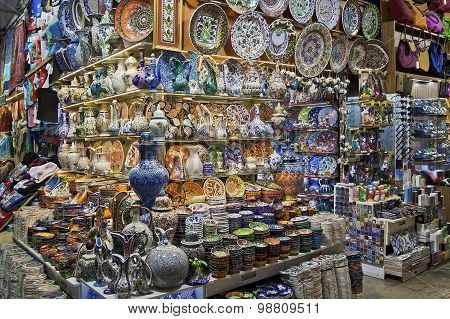ISTANBUL - NOVEMBER 3: Traditional Turkish ceramics on Istanbul Grand Bazaar on November 3, 2014 in