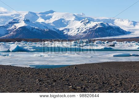 Beautiful mountain show and ice lake in Jokulsarlon