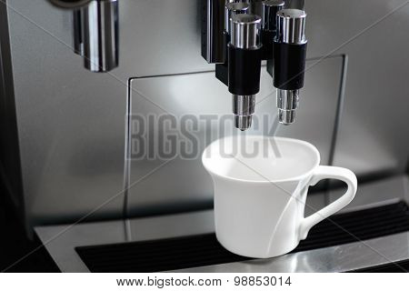 Coffee machine and a coffee cup