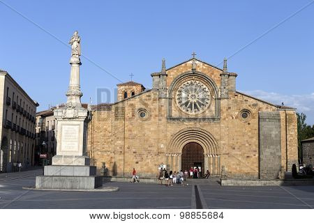 Santa Teresa Square Front of the Church of San Pedro main facade stands out its Cistercian rosette A