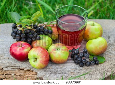 Compote from chokeberry and apples